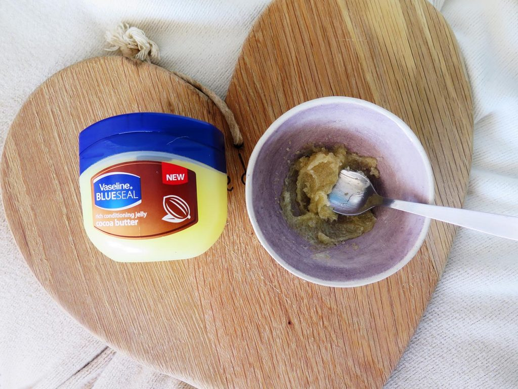 vaseline-beauty-hacks-vaseline-scrub
